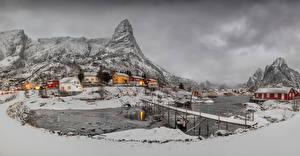 Фотография Норвегия Лофотенские острова Здания Гора Зима Мост Снега Залив Reine город