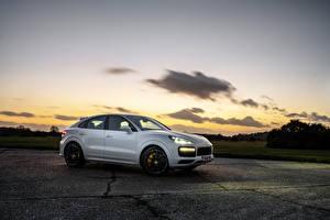 Фотография Porsche Белые Металлик Купе 2019-20 Cayenne Turbo Coupe машины
