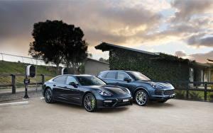 Обои Порше Двое Металлик Серый Гибридный автомобиль Panamera Turbo S E-Hybrid, Cayenne E-Hybrid машина