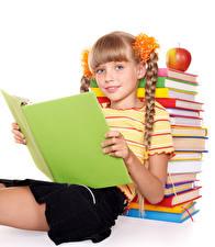 Картинки Школьные Яблоки Белом фоне Девочка Смотрит Книги Сидящие ребёнок