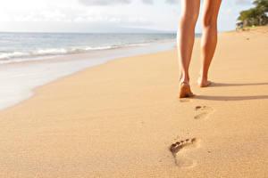 Картинки Море Пляж Песок Ноги