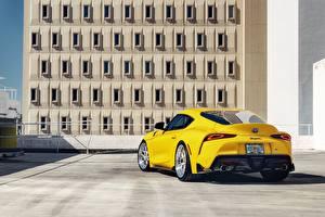 Картинки Тойота Вид сзади Желтая 2020 GR Supra авто