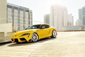 Картинка Тойота Желтая 2020 GR Supra автомобиль