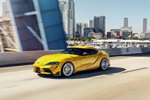 Картинки Toyota Желтые Металлик Купе Едущий машины