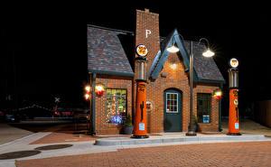 Картинка США Дома Ночью Уличные фонари Red Fork, Oklahoma, Phillips 66 Station город