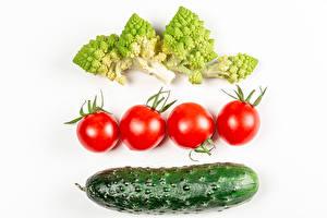 Картинка Овощи Томаты Огурцы Брокколи Белым фоном