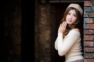 Обои Азиаты Шатенки Руки Смотрит Милые Девушки