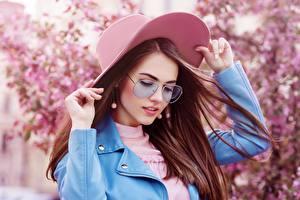 Фотография Шатенки Шляпы Очков Волос Боке девушка