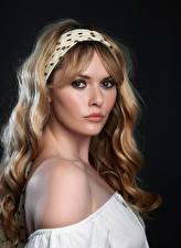 Фотография Carla Monaco Блондинки Взгляд Красивая Волос Косметика на лице