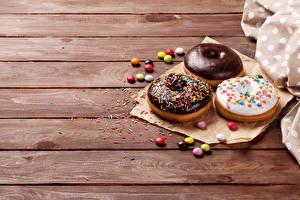 Фотографии Пончики Шоколад Драже Сладости Трое 3 Доски