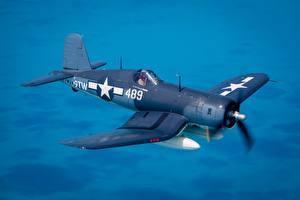 Картинки Истребители Самолеты Полет Американские Chance Vought F4U Corsair