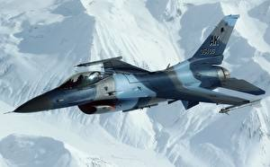 Фотографии Истребители Самолеты F-16 Fighting Falcon Летящий Американский