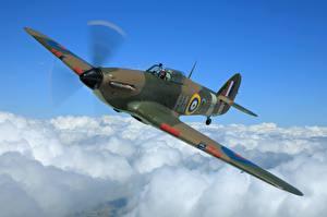 Фотографии Истребители Самолеты Полет Облака Hawker Hurricane MK1 Авиация