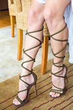 Фото Gloria Sol Крупным планом Красивая Ноги Туфель high heels молодая женщина