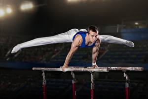 Фотография Гимнастика Мужчины Рука Ног stance спортивные