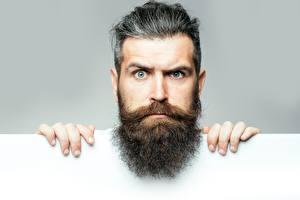 Фотографии Мужчина Пальцы Головы Бородой Усами Смотрит Лица
