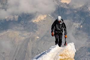 Фотография Мужчина Альпинизм Шлем Альпинист