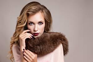 Фото Модель Макияж Маникюра Взгляд молодые женщины