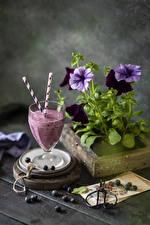 Фото Петунья Натюрморт Черника Смузи Бокал Еда Цветы