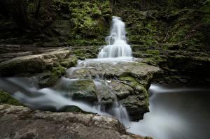 Обои Камни Реки Водопады Мох Природа