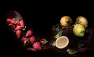 Фотографии Клубника Лимоны На черном фоне Листва Пища