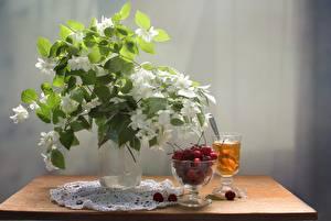 Картинки Чай Черешня Букеты Жасмин Натюрморт Стол Цветы