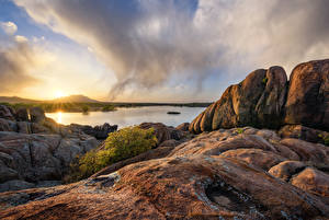 Обои Штаты Озеро Вечер Рассвет и закат Утес Облачно Prescott, Arizona, Granite Dells, Willow Lake Природа