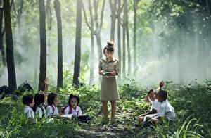 Картинка Азиатки Тумане Сидящие Мальчик Девочка ребёнок