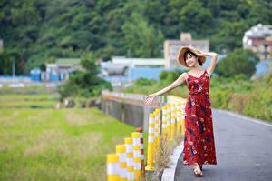 Обои Азиатки Позирует Платья Шляпы Боке девушка