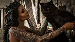 Фотографии Кошки Корона Черные Брюнетки Руки Тату Anya Sugar молодые женщины