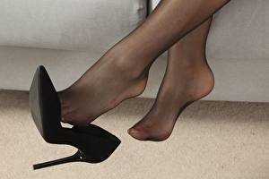 Фото Крупным планом Ноги Туфлях Колготки Девушки