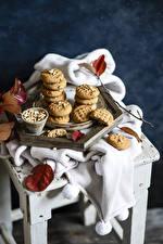 Обои Печенье Орехи Листья Стулья Продукты питания