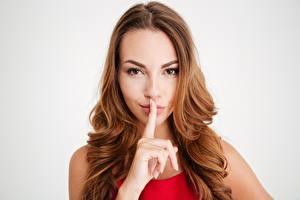 Фото Пальцы Жесты Модель Шатенка Взгляд Прически молодые женщины