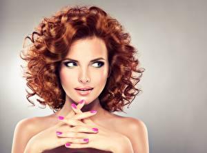 Картинки Пальцы Модель Шатенка Прически Косметика на лице Рука Маникюра Красивая Рыжая