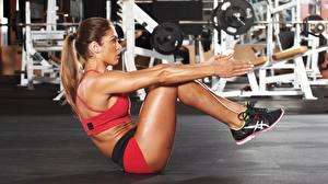 Фотографии Фитнес Спортзале Тренируется Ног Рука ABS спортивные Девушки