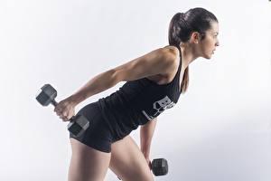 Обои Фитнес Гантель Позирует Тренировка Серый фон Спорт Девушки
