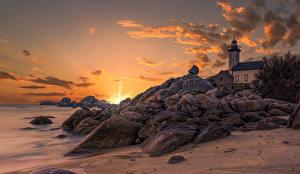 Картинки Франция Рассвет и закат Маяк Берег Камень Утес Lighthouse of Pontusval Природа
