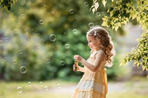 Фотография Мыльные пузыри Девочка Боке George Dyakov Дети