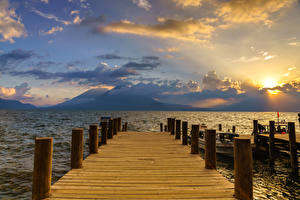 Картинки Пирсы Гора Озеро Облачно Lake Atitlan, Santa Catarina Palopó, Guatemala
