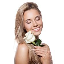Обои Роза Блондинок Милая Улыбка Волосы Белый фон Девушки Цветы