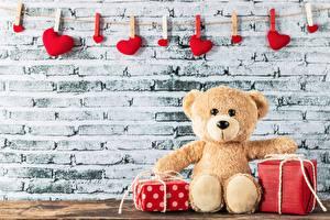 Картинки Мишки День всех влюблённых Подарки Сердечко