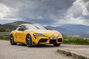 Фото Тойота Желтая Металлик Купе GR Supra, 2019 авто