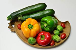 Фотографии Овощи Перец овощной Кабачки Томаты Сером фоне Пища