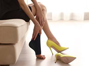 Фотография Сидящие Ног Туфель Желтая fatigue девушка
