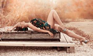 Картинки Платье Ног Лежит Туфлях Красивая Amaya Девушки