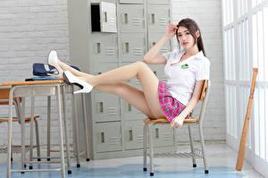 Фото Азиатка Стулья Сидя Туфли Ног Блузка Смотрят Красивые Девушки