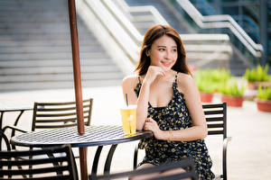 Картинки Азиаты Милые Улыбка Платье Стола Девушки
