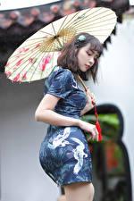 Обои для рабочего стола Азиаты Платье Зонтик молодая женщина