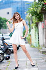 Фото Азиаты Улыбается Платье Ног Взгляд Девушки