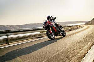 Картинка БМВ Мотоциклист Движение 2020 S 1000 XR